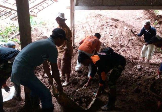 Dengan Sigap, Banser Beraksi pada Bencana Longsor di Madiun