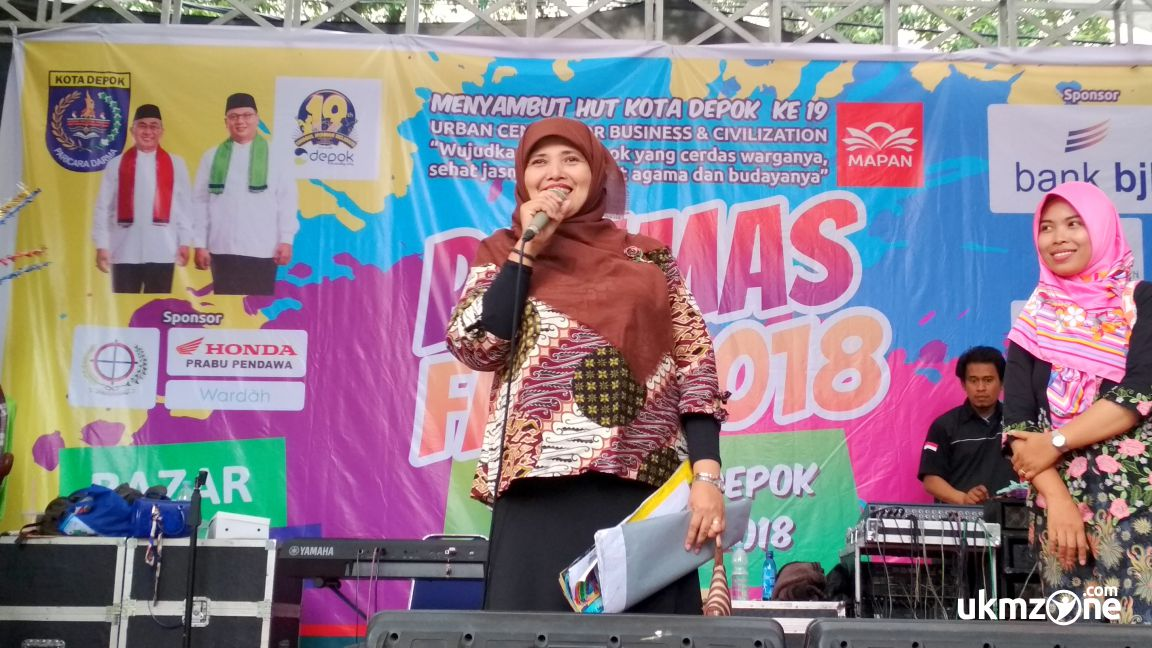 Ibu Rina Bahar mengumumkan pemenang lomba di acara Panmas Fair 2018