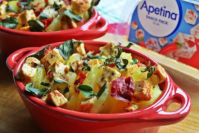 Pieczone ziemniaki ze śródziemnomorskim serkiem z chili i świeżym oregano