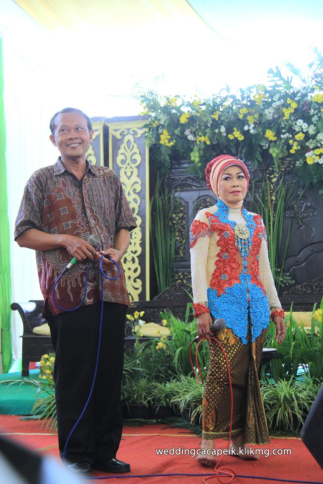Foto Liputan Pernikahan Chaca & Peik [ 13 -  Sesi Foto Hiburan & Konsumsi ] - Foto Oleh : Klikmg Fotografer Wedding Purwokerto
