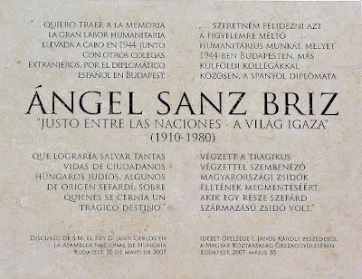 placa-memoria-ángel-sanz-briz-pared-embajada-españa-budapest