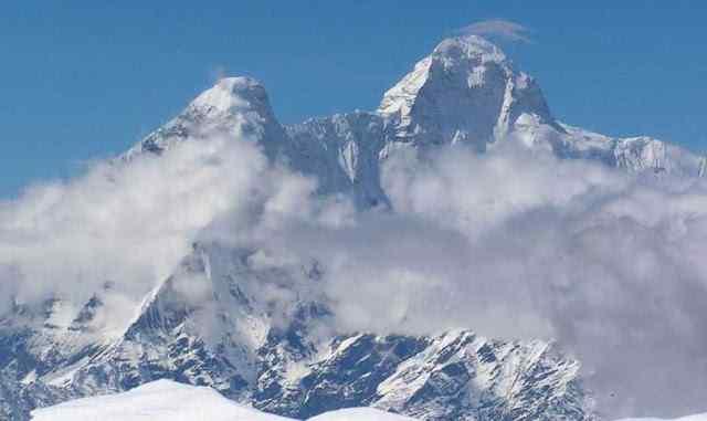 Gunung Bersalju Dari Puncak Jayawijaya
