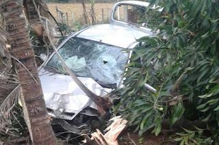 http://vnoticia.com.br/noticia/2163-jovem-ferido-apos-carro-sair-da-pista-e-invadir-quintal-de-residencia-na-rj-224