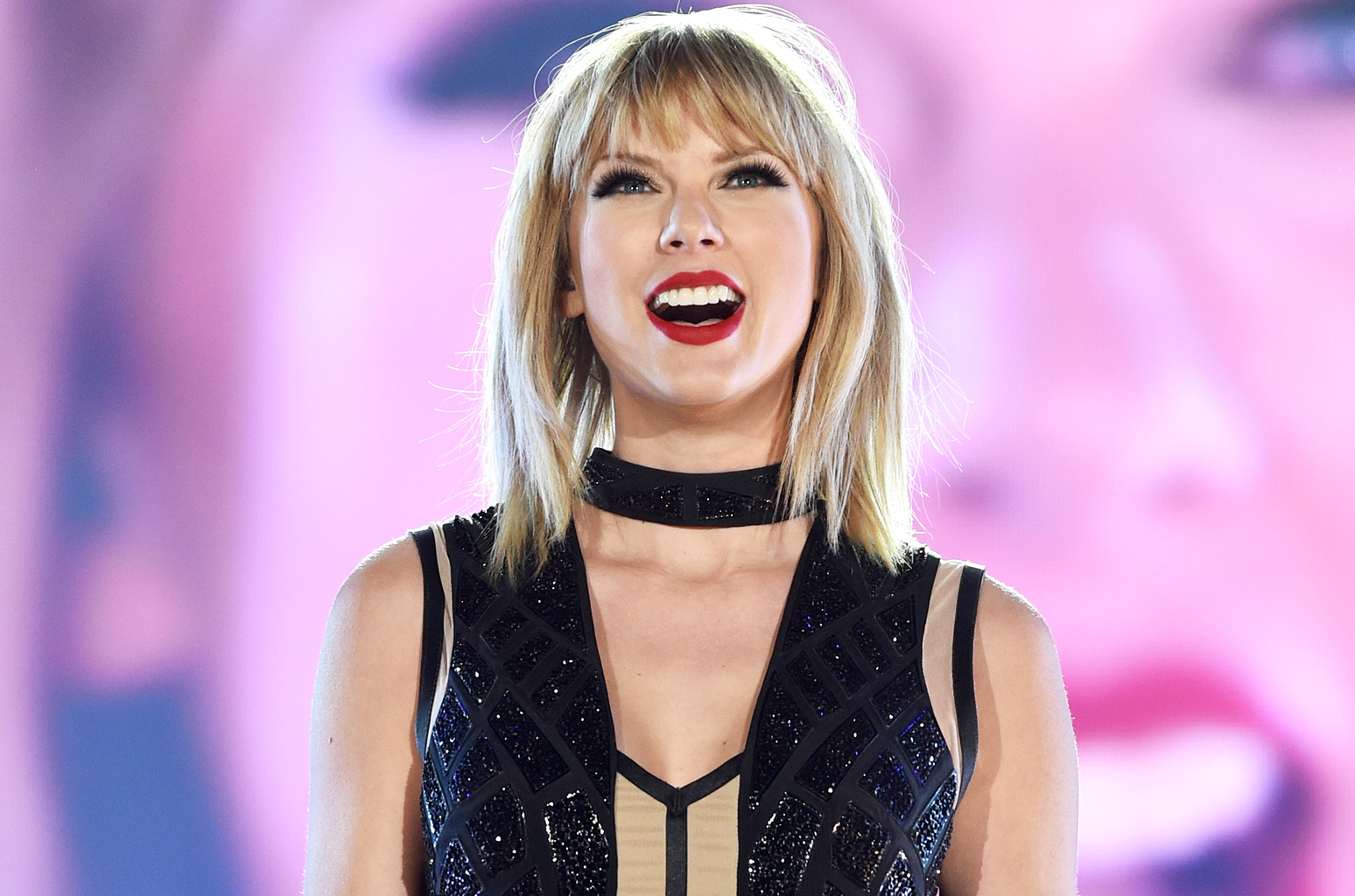 Taylor Swift Bio and photo Gallery