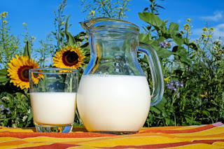mleko w dzbanku