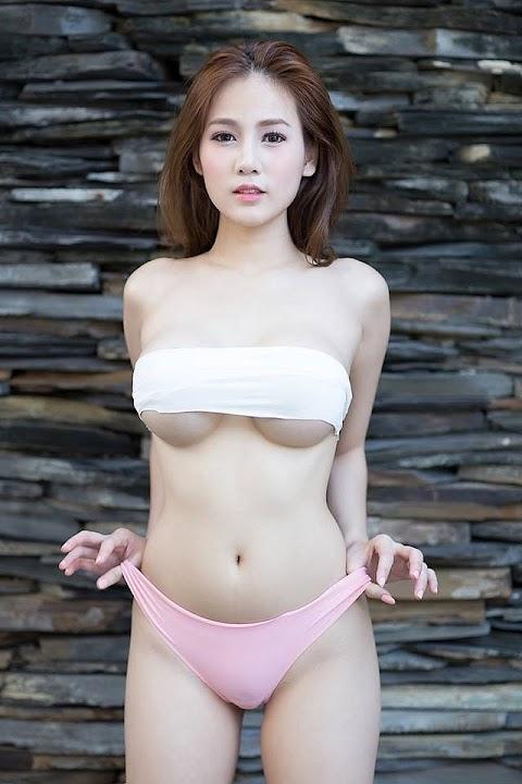 Thân Hình Hấp Dẫn Của Hot Girl