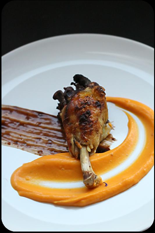 Hähnchen in Schokoladen-Mole-Sauce auf Süßkartoffelpüree oder auch: Besoffenes Huhn + Verlosung von 3 Weinpaketen | Arthurs Tochter kocht. von Astrid Paul