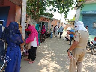 जालौन पुलिस द्वारा अपने-अपने थाना/चौकी क्षेत्र में कानून एवं शान्ति व्यवस्था हेतु संदिग्ध व्यक्ति/वाहनों की सघन चेकिंग कर आवश्यक दिशा निर्देश दिये                                                                                                                                                  संवाददाता, Journalist Anil Prabhakar.                                                                                               www.upviral24.in