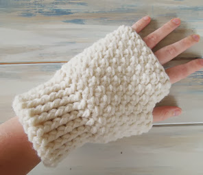 http://translate.googleusercontent.com/translate_c?depth=1&hl=es&rurl=translate.google.es&sl=auto&tl=es&u=http://happyberrycrochet.blogspot.ca/2013/08/how-to-crochet-finger-less-mitten-gloves.html&usg=ALkJrhibdntOzA5F567MmHYQCWMhvU4p1Q