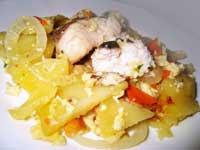- картофель - 800 гр; - рыба или рыбное филе - 700 гр; - морковь - 1 шт; - луковица - 1 шт; - твердый сыр - 50 гр; - растительное масло - 2 ст. л.;