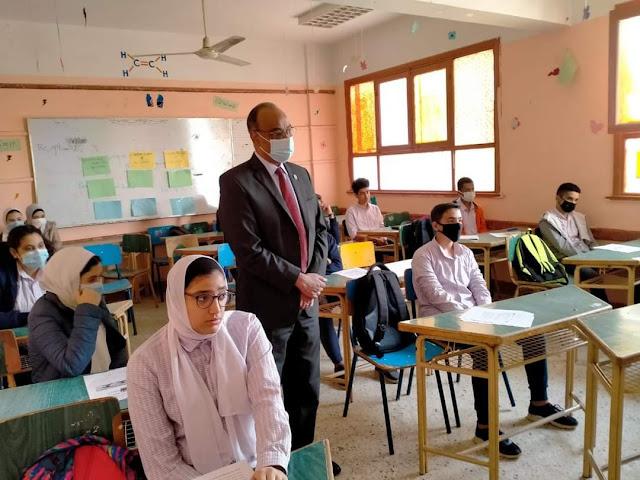 وكيل تعليم الفيوم  يشيد بانضباط العملية التعليمية بمدرسة عزة زيدان بإدارة غرب