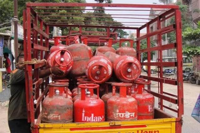 बड़ा झटका : 149 रुपये तक बढ़ाई गयी रसोई गैस सिलेंडर के दाम, ये है गैस सिलेंडर के नए दाम