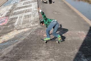 オールドスクールハイブリッドロンスケでのサーフスケート