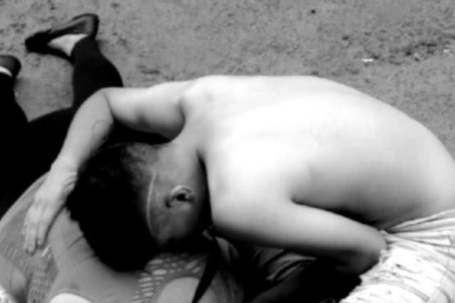 Por negarse a pagarle a narcos, ejecutan a mujer a balazos frente a la mirada de  su hijo
