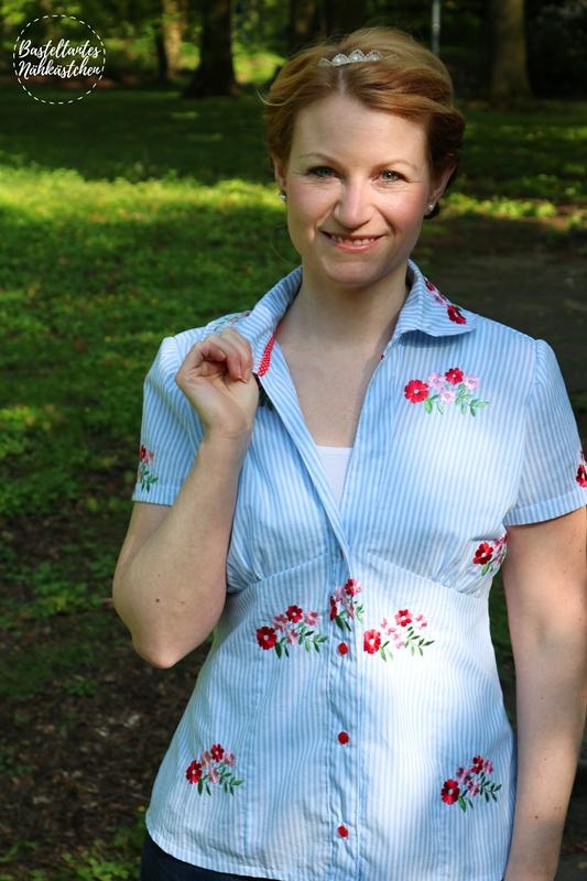 Bluse Sivas von Schnittquelle aus Baumwolle mit gestickten Blumen mit Raffung an der Vorderseite