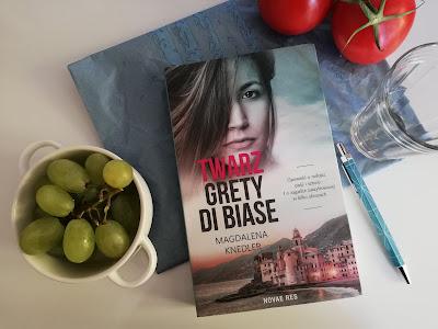"""Samotność nigdy nie jest bezbarwna, czyli recenzja książki """"Twarz Grety di Biase"""" Magdaleny Knedler."""