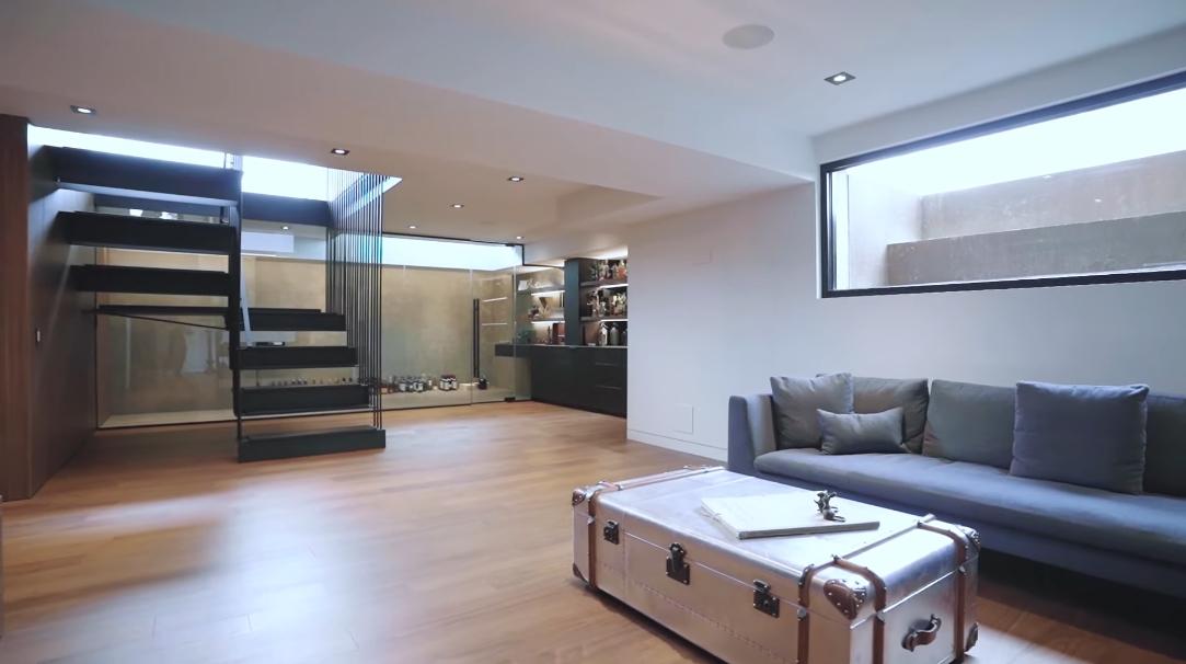 75 Photos vs. 291 Vilma Dr, Oakville ON Interior Design Luxury Home Tour