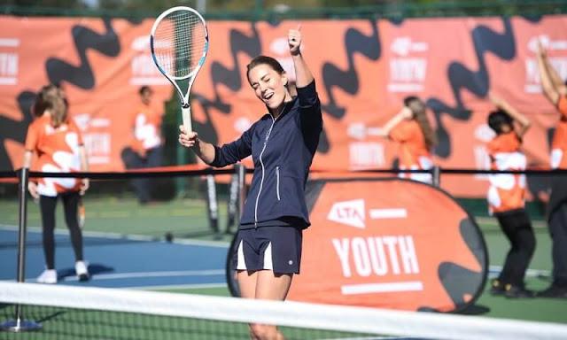 Kate Middleton congratulated Emma Raducanu, Joe Salisbury, Alfie Hewitt and Gordon Reid. Poivre Blanc Oxford blue tennis jacket and skirt