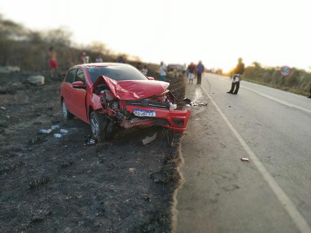 BATIDA ENTRE CARRO E MOTO NA CE 187 COM UMA MORTE EM NOVA RUSSAS