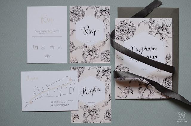 Przepiękne zaproszenia na ślub z motywem rysunków czarnych kwiatów od Wionek Woniaczka.