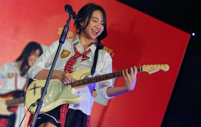 Shania Junianatha JKT48 Salkus Seifuku Gitar Band.png