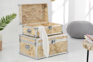 Set kufríkov z dreva a kovu.