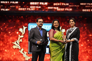 Keerthy Suresh Receiving Best Actress Award for Mahanati at SIIMA Awards 2019 1