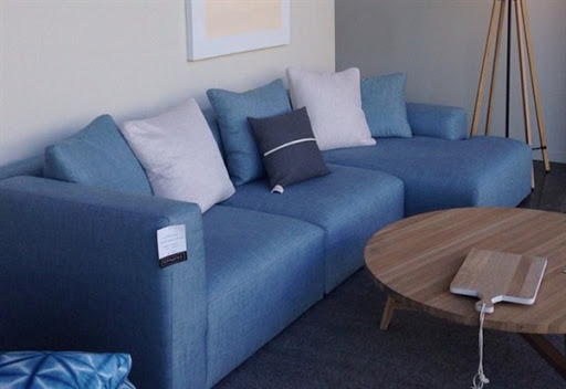 Blue sofas and sectionals for small spaces