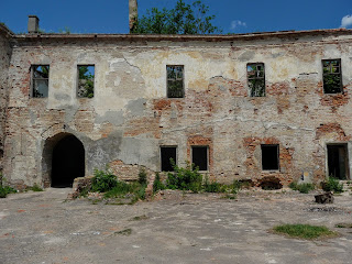 Клевань. Замок Чарторыйских. XV в. Въезд в замок. Вид с внутреннего двора