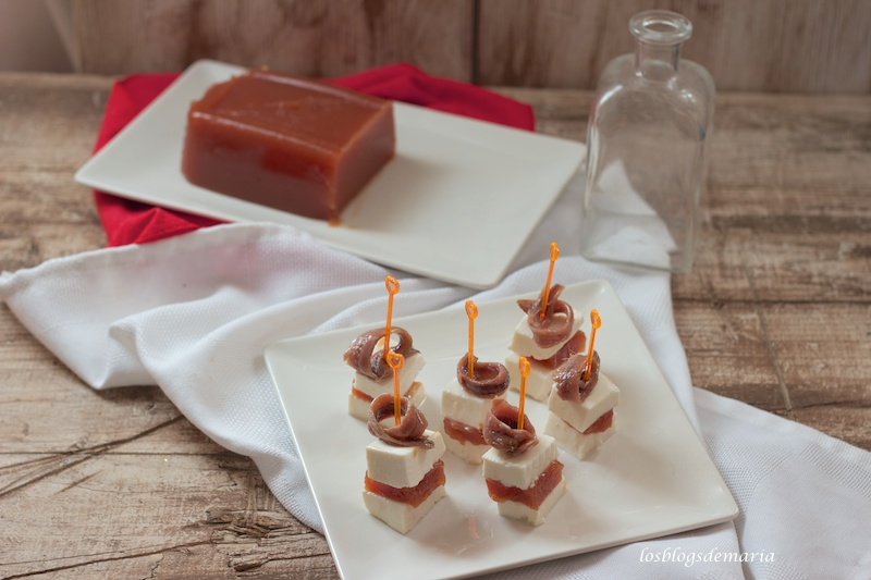 Carne membrillo, aperitivos de carne membrillo, queso tierno y anchoas