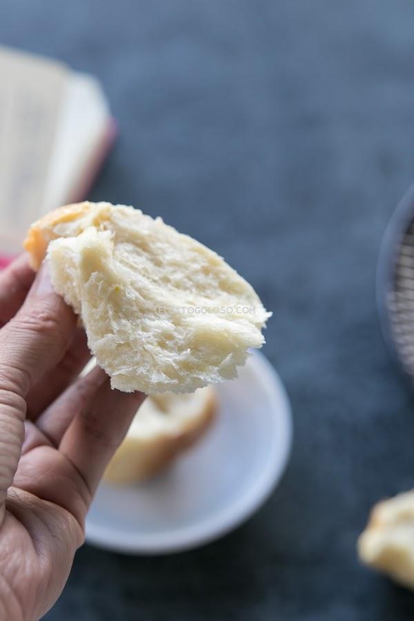 Aprende cómo elaborar estos bellos pancitos aromatizados con naranja. Son perfectos para el desayuno untados con mermelada y una buena taza de café,. Receta vía elgatogoloso.com