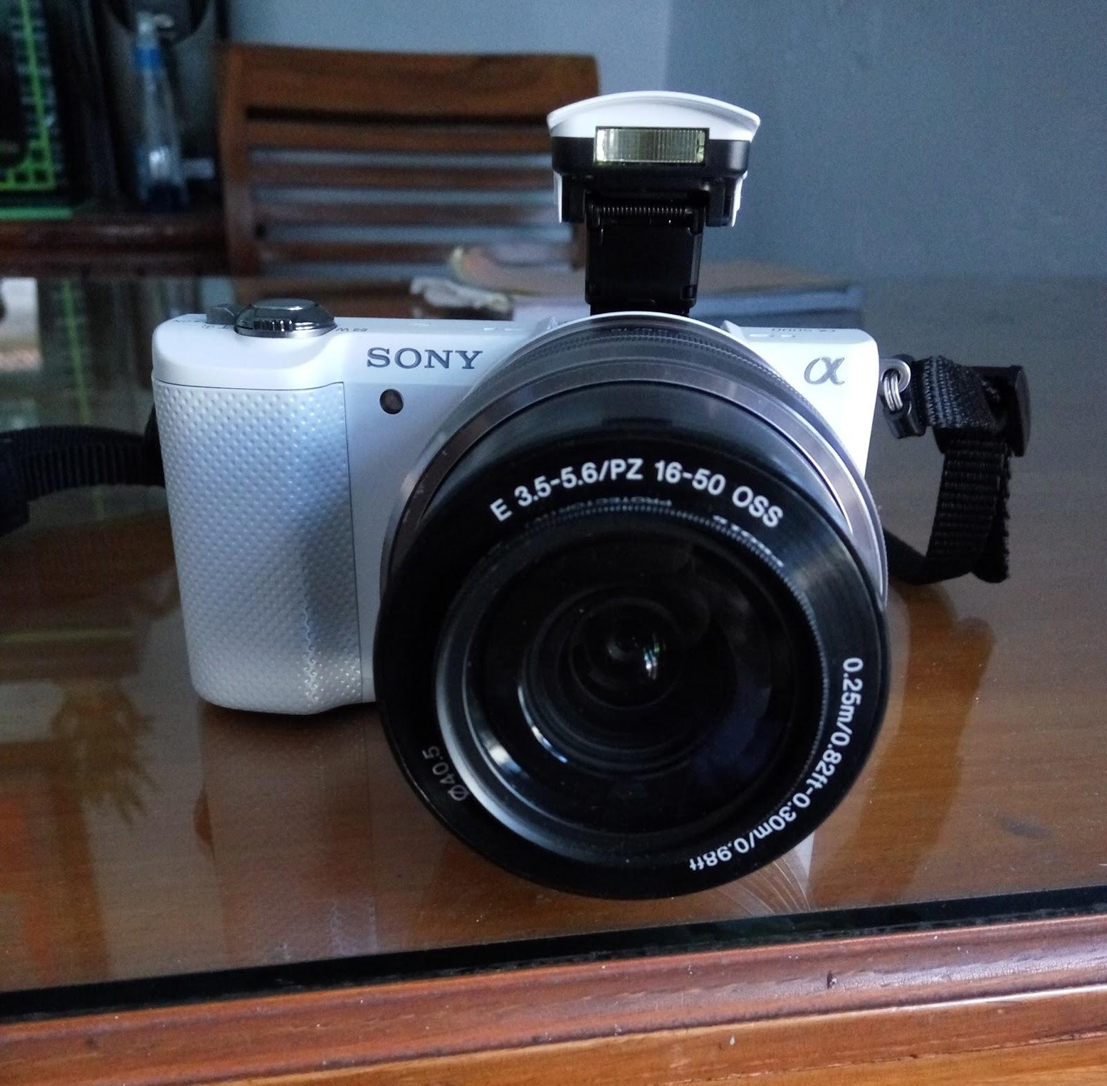 Jual Kamera Mirrorless Sony Alpha 5000 Putih Mulus Lus
