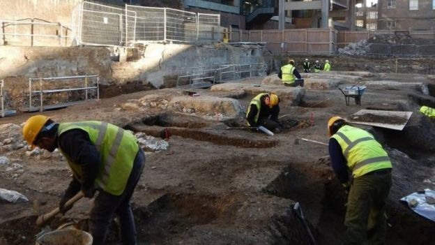 25 skeletons unearthed in medieval Cambridge friary