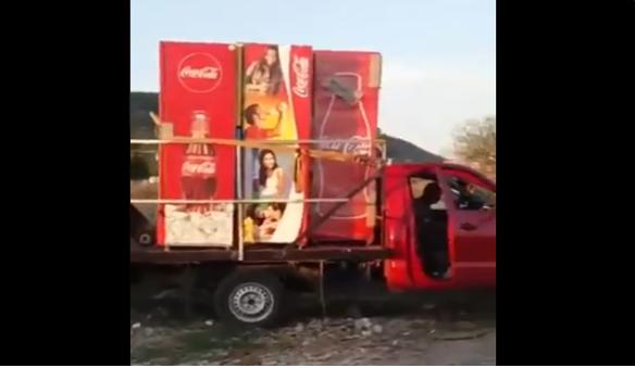 Video: Sicarios de El Cártel de Sinaloa habrían amenazado a ambientalista que denuncio a sujetos tirando residuos de Coca-Cola