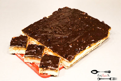 ciasto bez pieczenia, ciasto maxi - king, ciasto na imprezę, ciasto na święta, czekolada, masa kajmakowa, maxi king, mleko w proszku, orzechy, prosty przepis na, szybkie ciasto,