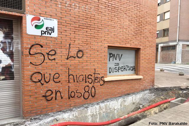 Realizan pintadas en el batzoki de Cruces en las que culpan al PNV de la dispersión de presos