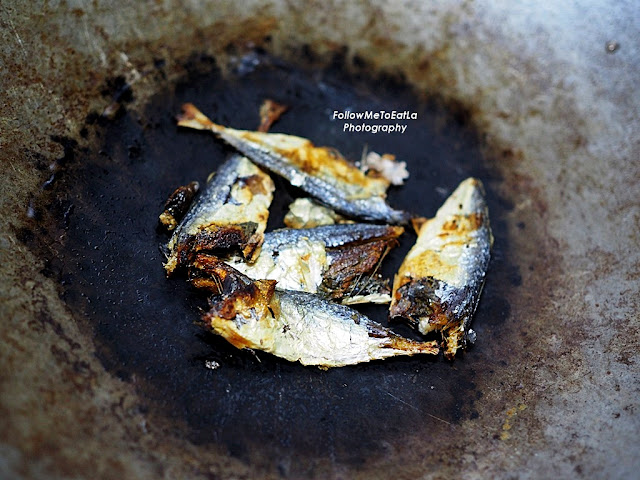 Just pan-fry some ikan bilis, add water to brew for flavour.