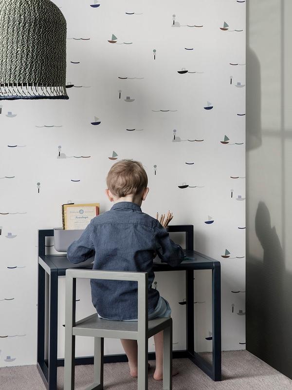 Proste biurko dla dziecka