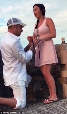 Awww ! Justin Bieber's father proposes to his girlfriend in St. Barts