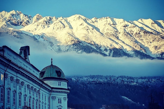 Innsbruck for Christmas: Snowcapped mountains