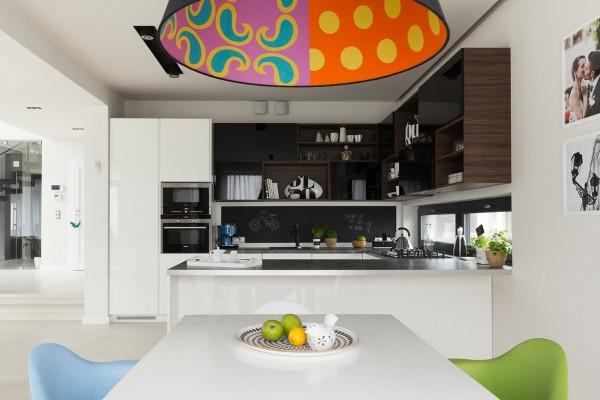 белая кухня в доме интерьер