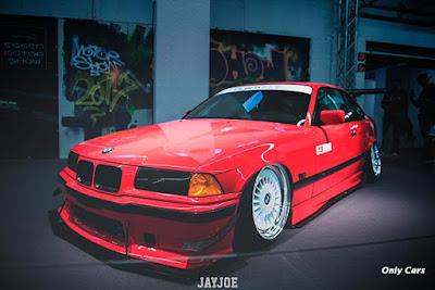 BMW Vermelha Rebaixada fotos