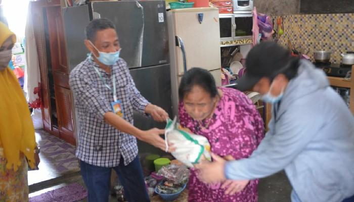 Terima Bantuan Dari Pemkab Sinjai, Pengungsi Banjir Bandang Masamba Asal Sinjai Terharu