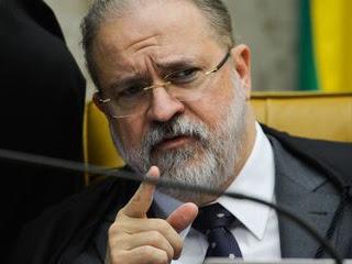 PGR pede depoimento de ministros em inquérito sobre ingerência na PF