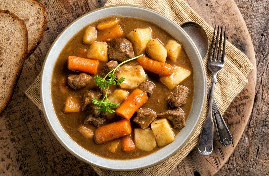 recept-gulaš-junetina-mrkva-krompir-jelo_na_kašiku-varivo