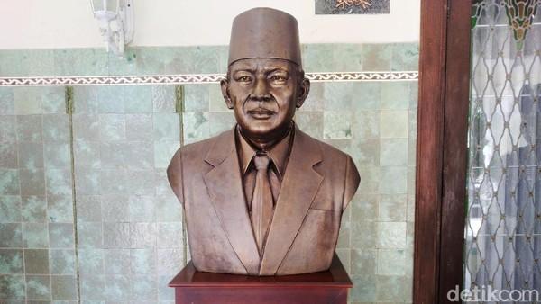 FX Rudy Ungkap Alasan Pasang Patung Soeharto di Rumdin Gibran