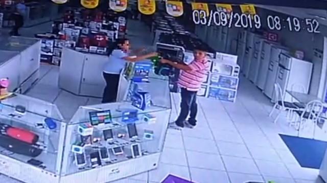 Mais de 20 celulares são roubados em loja de eletrodomésticos em Maranguape, na Grande Fortaleza