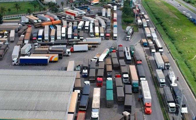 b1c9f6f30 Mais postos de combustíveis declaram apoio a paralisação de caminhoneiros