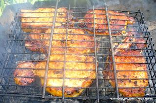 свиные стейки в паприке на решетке