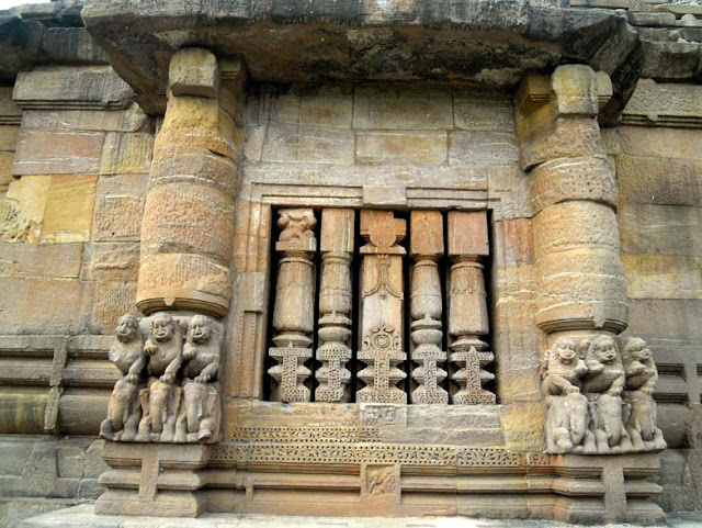 A balustrade window at the Rajarani Temple, Bhubaneshwar